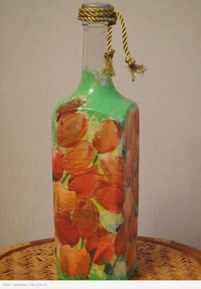 Декупаж. Бутылка с тюльпанами